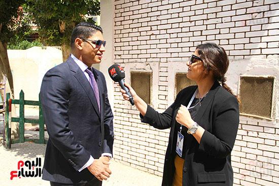 أحمد أبو هشيمة يدلى بصوته بالاستفتاء (12)