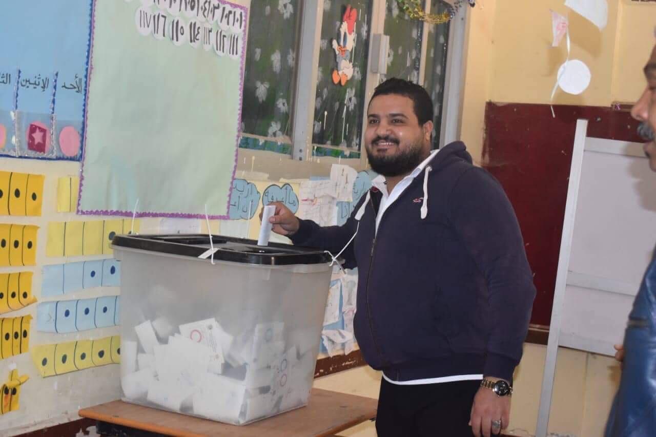 المواطنين أمام لجان الاستفتاء  (3)