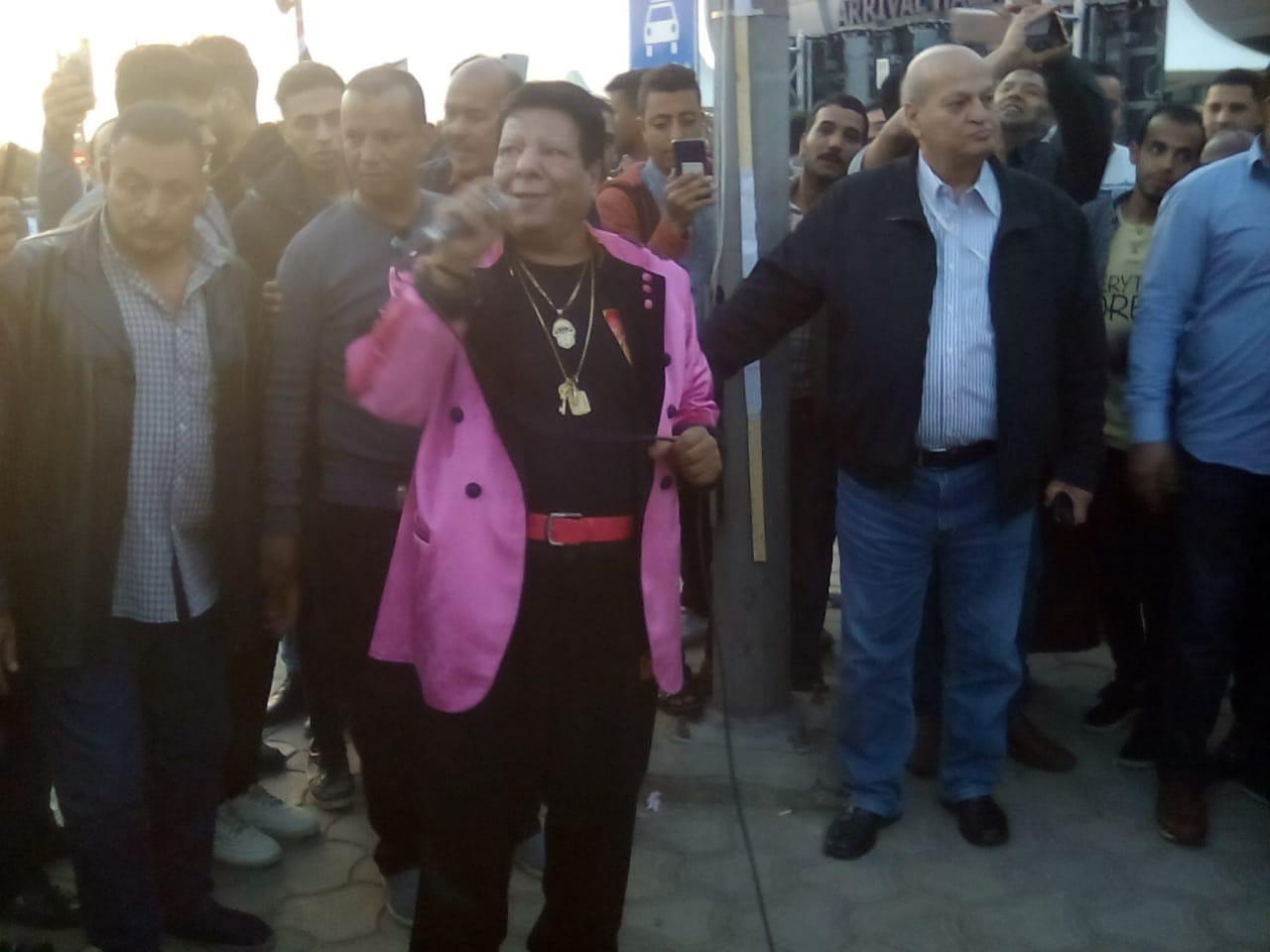 شعبان عبدالرحيم بمطار القاهرة (2)