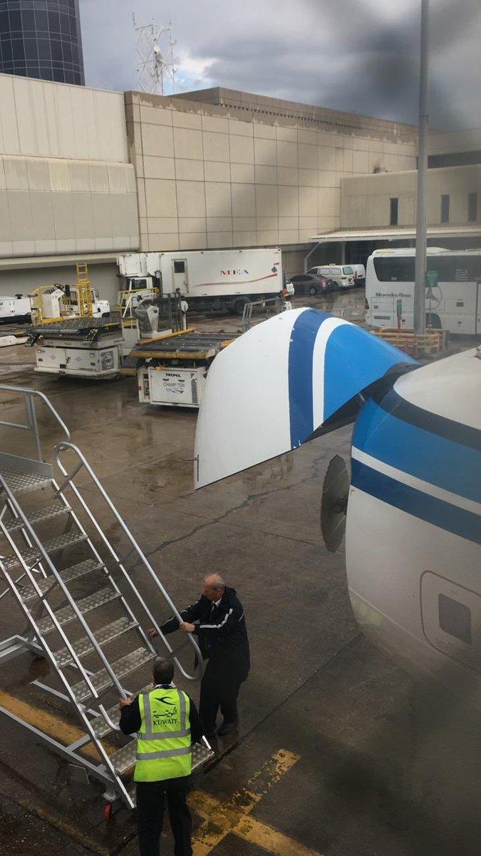 الطائرة بعد هبوطها فى مطار رفيق الحريرى