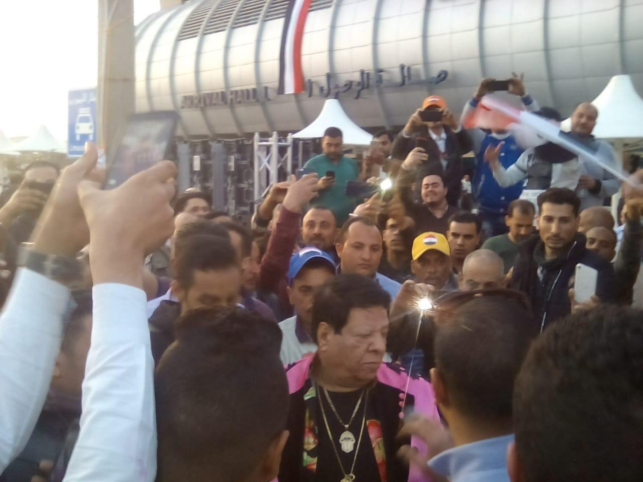 شعبان عبدالرحيم بمطار القاهرة (1)