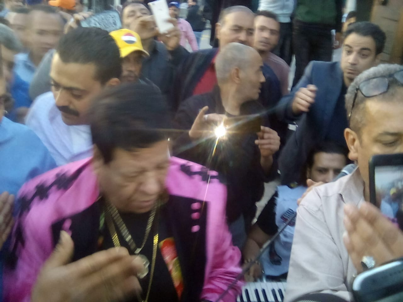 شعبان عبدالرحيم بمطار القاهرة (4)