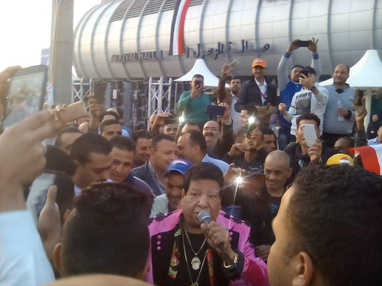 شعبان عبدالرحيم بمطار القاهرة (3)