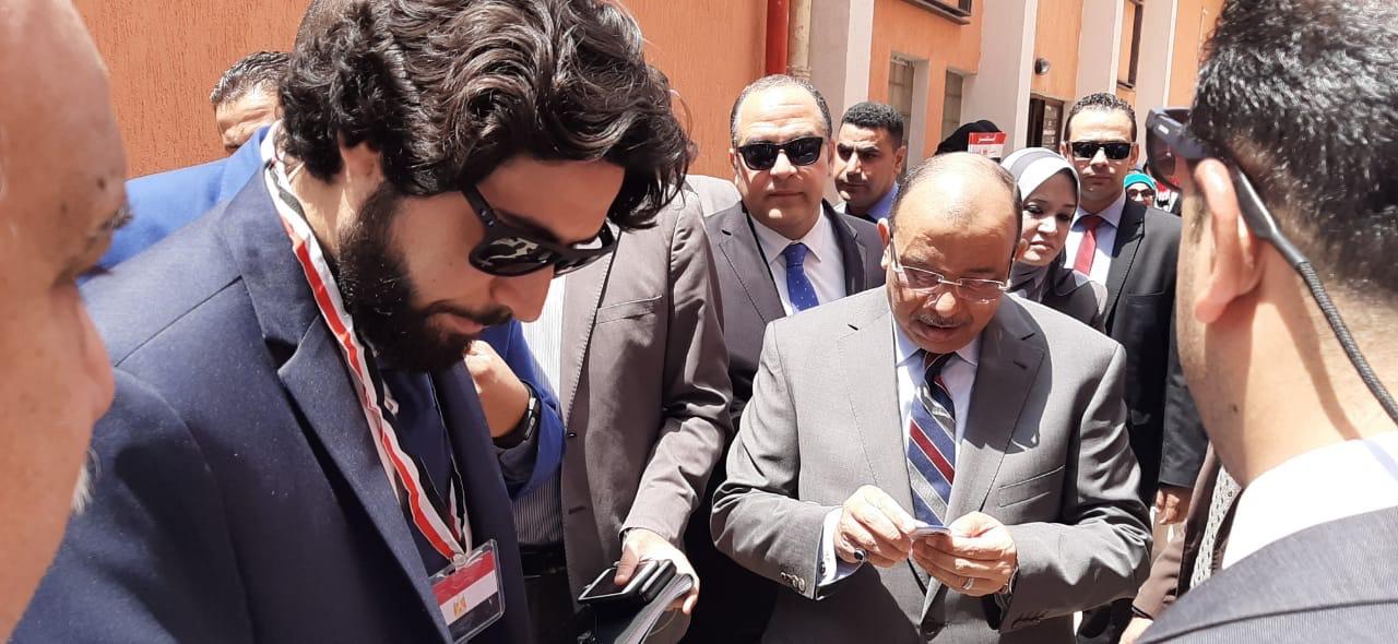 وزير التنمية المحلية ومحافظ القاهرة يتفقدان اللجان بالزمالك  (2)