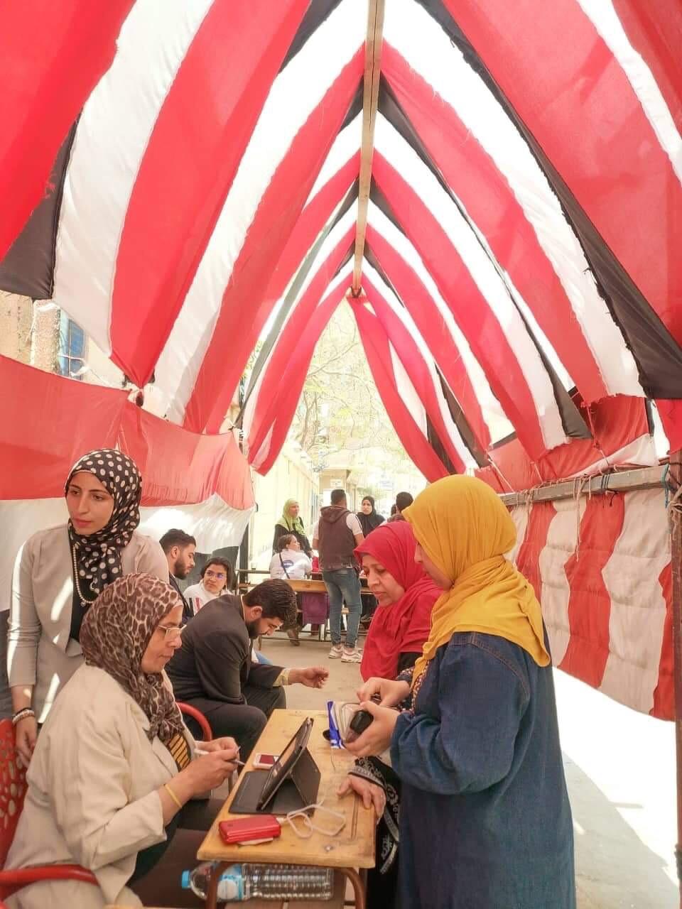 المواطنين أمام لجان الاستفتاء  (2)