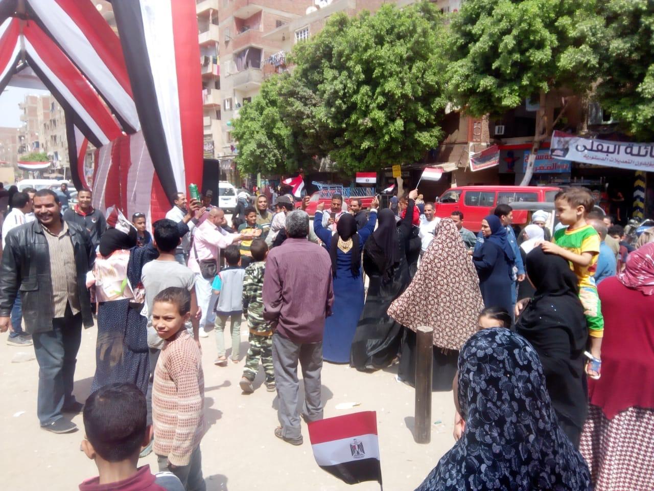 احتفالات المواطنين على أنغام حب الجيش بالمرج (4)