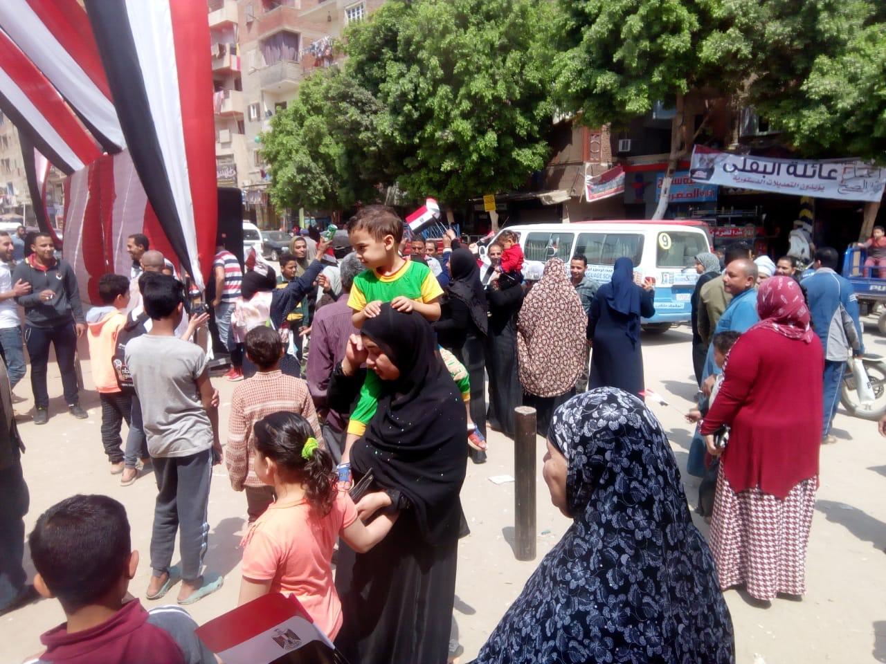 احتفالات المواطنين على أنغام حب الجيش بالمرج (1)