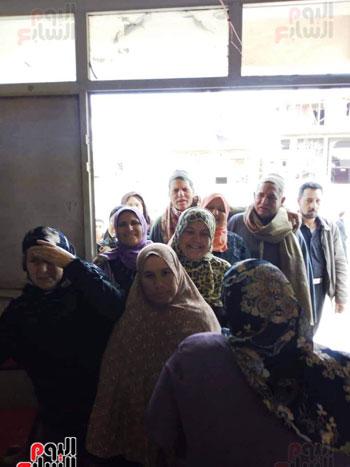 اقبال-كبير--على-لجان-الاستفتاء-بقرى-محافظة-الغربية-(6)