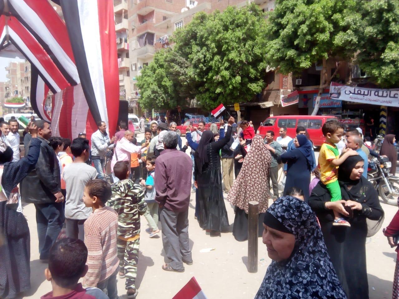 احتفالات المواطنين على أنغام حب الجيش بالمرج (3)