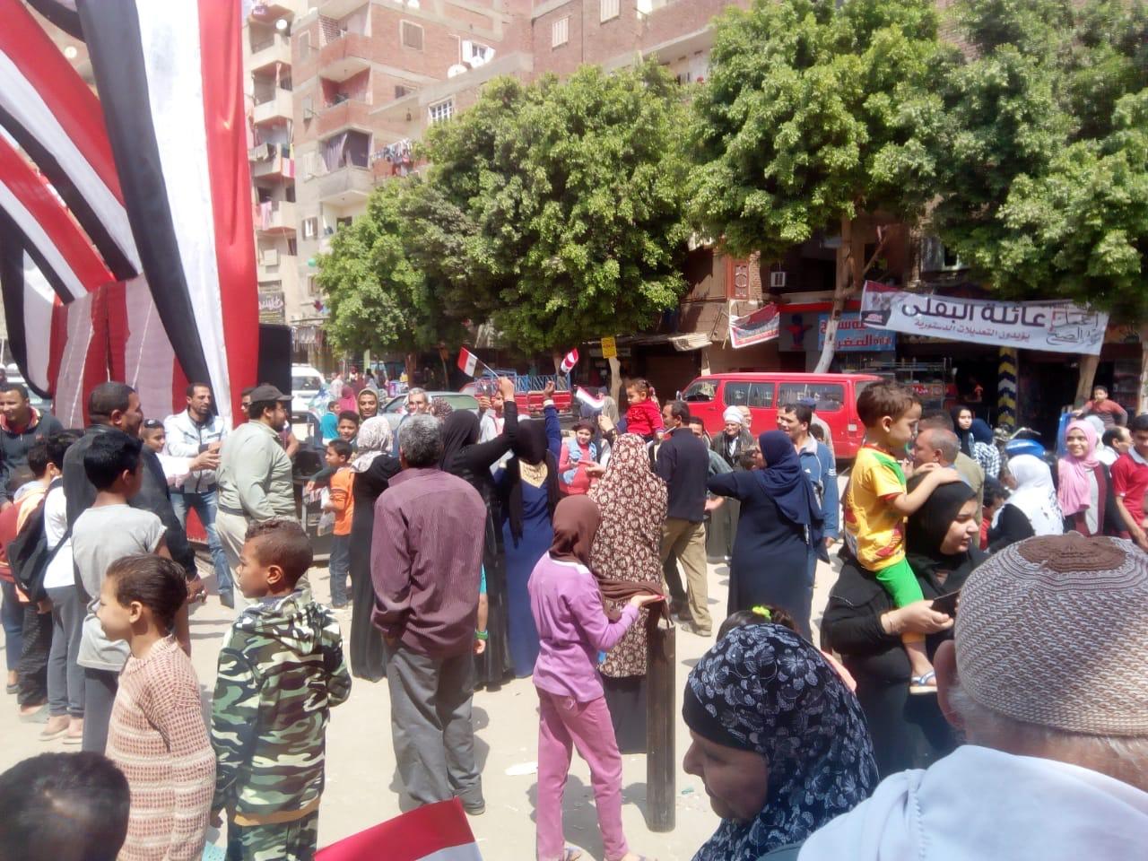 احتفالات المواطنين على أنغام حب الجيش بالمرج (2)
