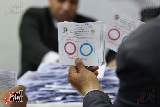 فرز اصوات الاستفتاء على التعديلات الدستورية (40)