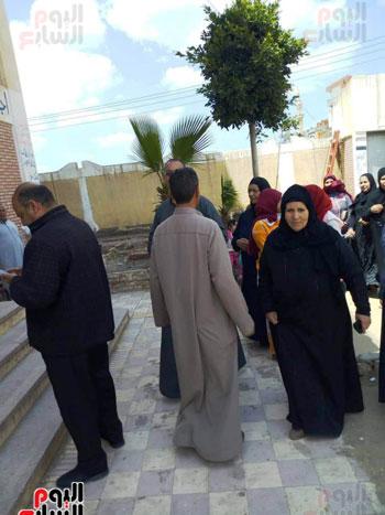 اقبال-كبير--على-لجان-الاستفتاء-بقرى-محافظة-الغربية-(4)