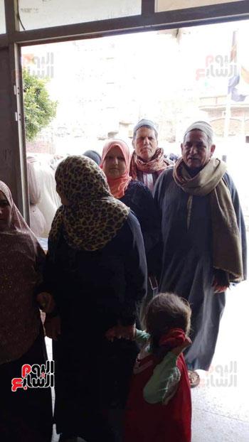 اقبال-كبير--على-لجان-الاستفتاء-بقرى-محافظة-الغربية-(11)