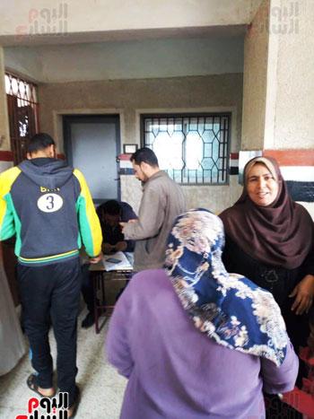 اقبال-كبير--على-لجان-الاستفتاء-بقرى-محافظة-الغربية-(9)