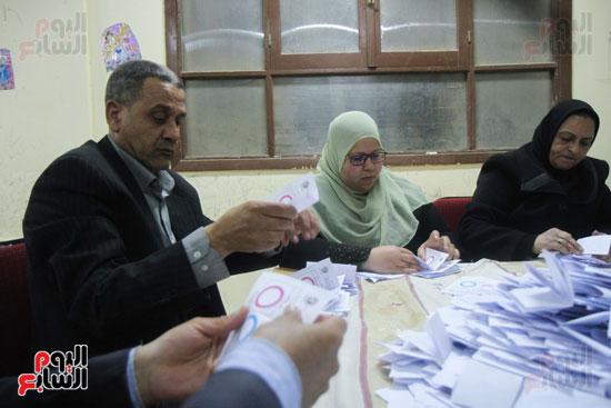فرز اصوات الاستفتاء على التعديلات الدستورية (37)