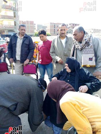 اقبال-كبير--على-لجان-الاستفتاء-بقرى-محافظة-الغربية-(8)