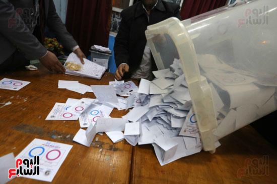 فرز اصوات الاستفتاء على التعديلات الدستورية (8)