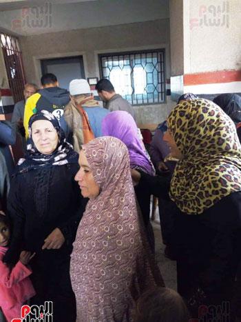 اقبال-كبير--على-لجان-الاستفتاء-بقرى-محافظة-الغربية-(7)
