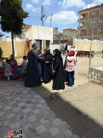 اقبال-كبير--على-لجان-الاستفتاء-بقرى-محافظة-الغربية-(3)