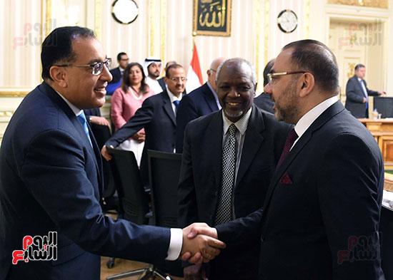 رئيس الوزراء يلتقى رؤساء البورصات العربية  (3)