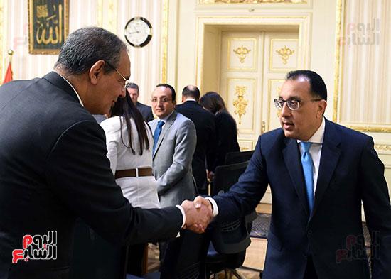 رئيس الوزراء يلتقى رؤساء البورصات العربية  (4)