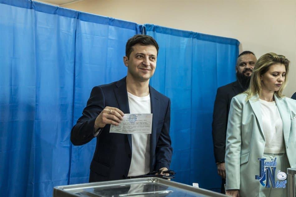 فولوديمير زيلينسكى خلال التصويت