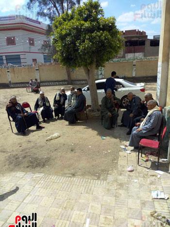 اقبال-كبير--على-لجان-الاستفتاء-بقرى-محافظة-الغربية-(10)