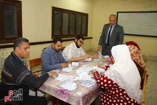 فرز اصوات الاستفتاء على التعديلات الدستورية (4)