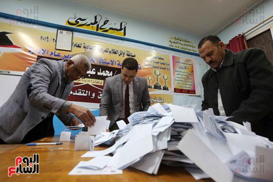 فرز اصوات الاستفتاء على التعديلات الدستورية (10)