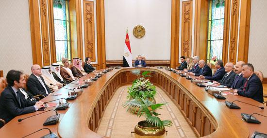 السيسى يؤكد على أهمية صياغة خطة عمل استراتيجية عربية لاستثمار طاقات الشباب (4)