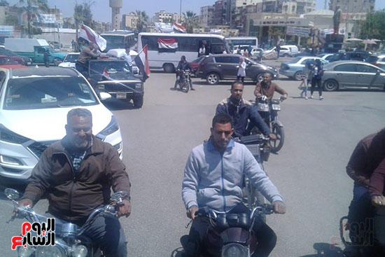 مسيرات-بالسيارات-فى-الإسماعيلية-لحث-المواطنين-على-النزول-للتصويت-على-الاستفتاء-(10)