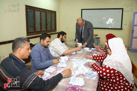 فرز اصوات الاستفتاء على التعديلات الدستورية (1)