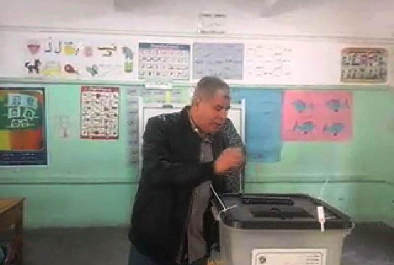 أحمد شوبير يدلى بصوته فى الاستفتاء (2)