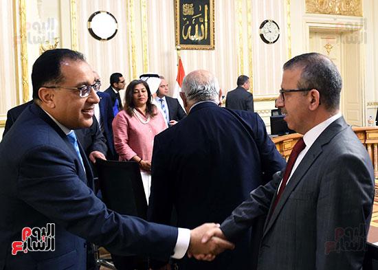 رئيس الوزراء يلتقى رؤساء البورصات العربية  (2)
