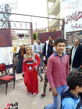 اقبال-كبير--على-لجان-الاستفتاء-بقرى-محافظة-الغربية-(1)