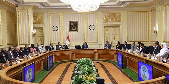 رئيس الوزراء يلتقى رؤساء البورصات العربية  (9)