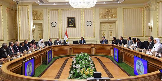 رئيس الوزراء يلتقى رؤساء البورصات العربية  (8)