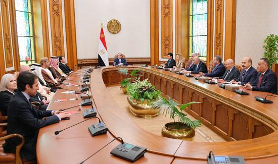 السيسى يؤكد على أهمية صياغة خطة عمل استراتيجية عربية لاستثمار طاقات الشباب (5)