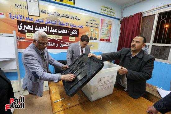 فرز اصوات الاستفتاء على التعديلات الدستورية (7)