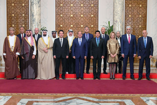السيسى يؤكد على أهمية صياغة خطة عمل استراتيجية عربية لاستثمار طاقات الشباب (2)