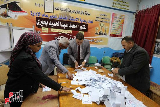 فرز اصوات الاستفتاء على التعديلات الدستورية (9)
