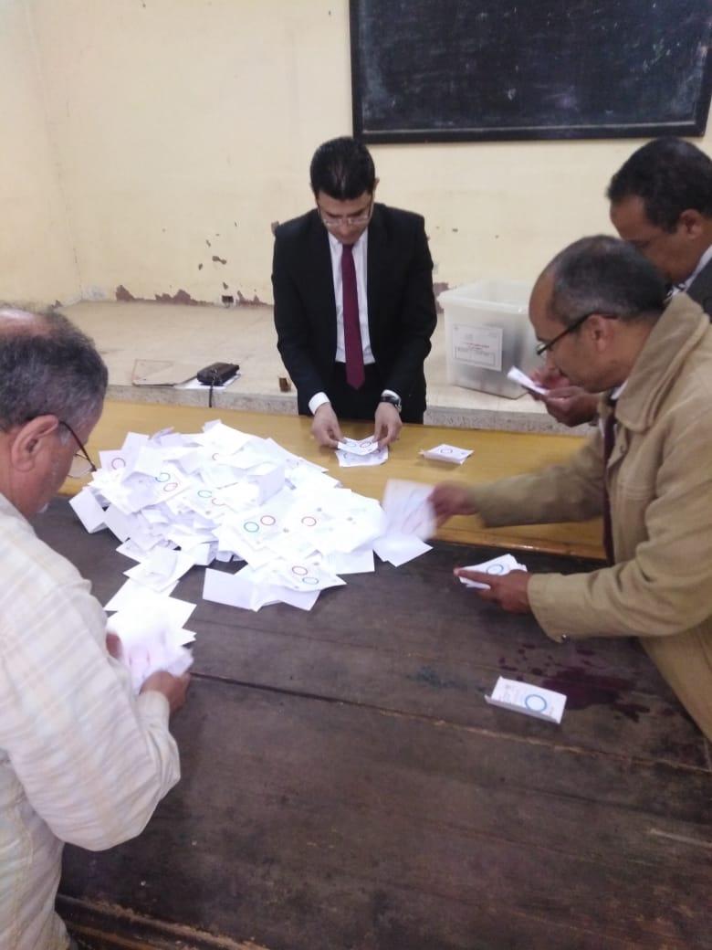 بدء فرز الأصوات فى لجان محافظة بنى سويف  (2)