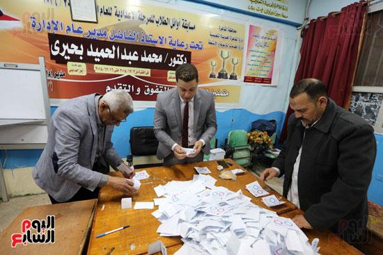 فرز اصوات الاستفتاء على التعديلات الدستورية (11)