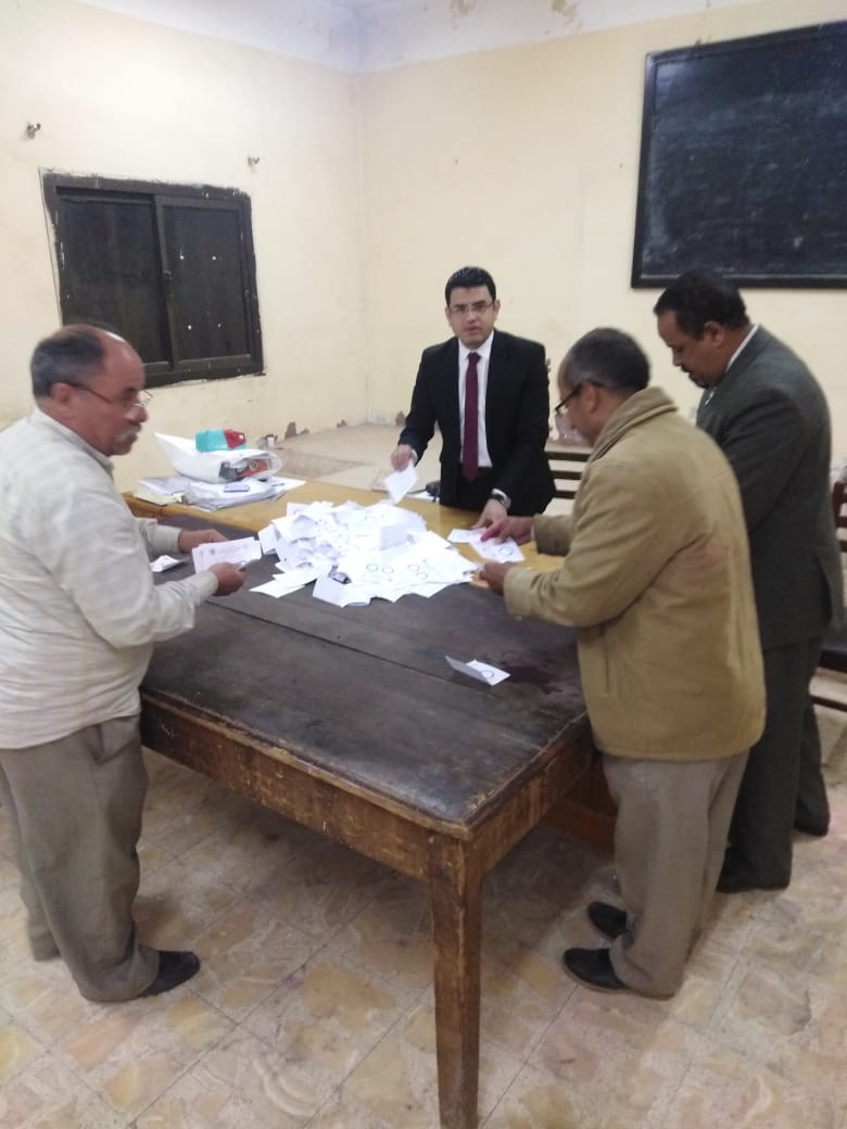 بدء فرز الأصوات فى لجان محافظة بنى سويف  (3)