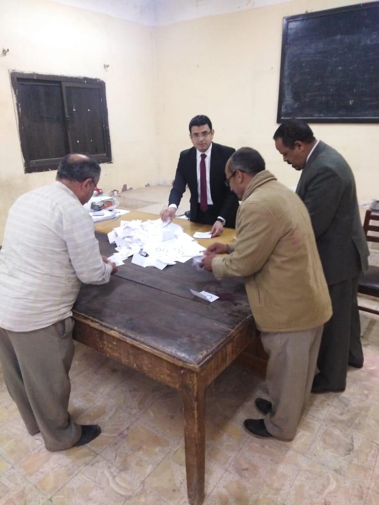 بدء فرز الأصوات فى لجان محافظة بنى سويف  (1)