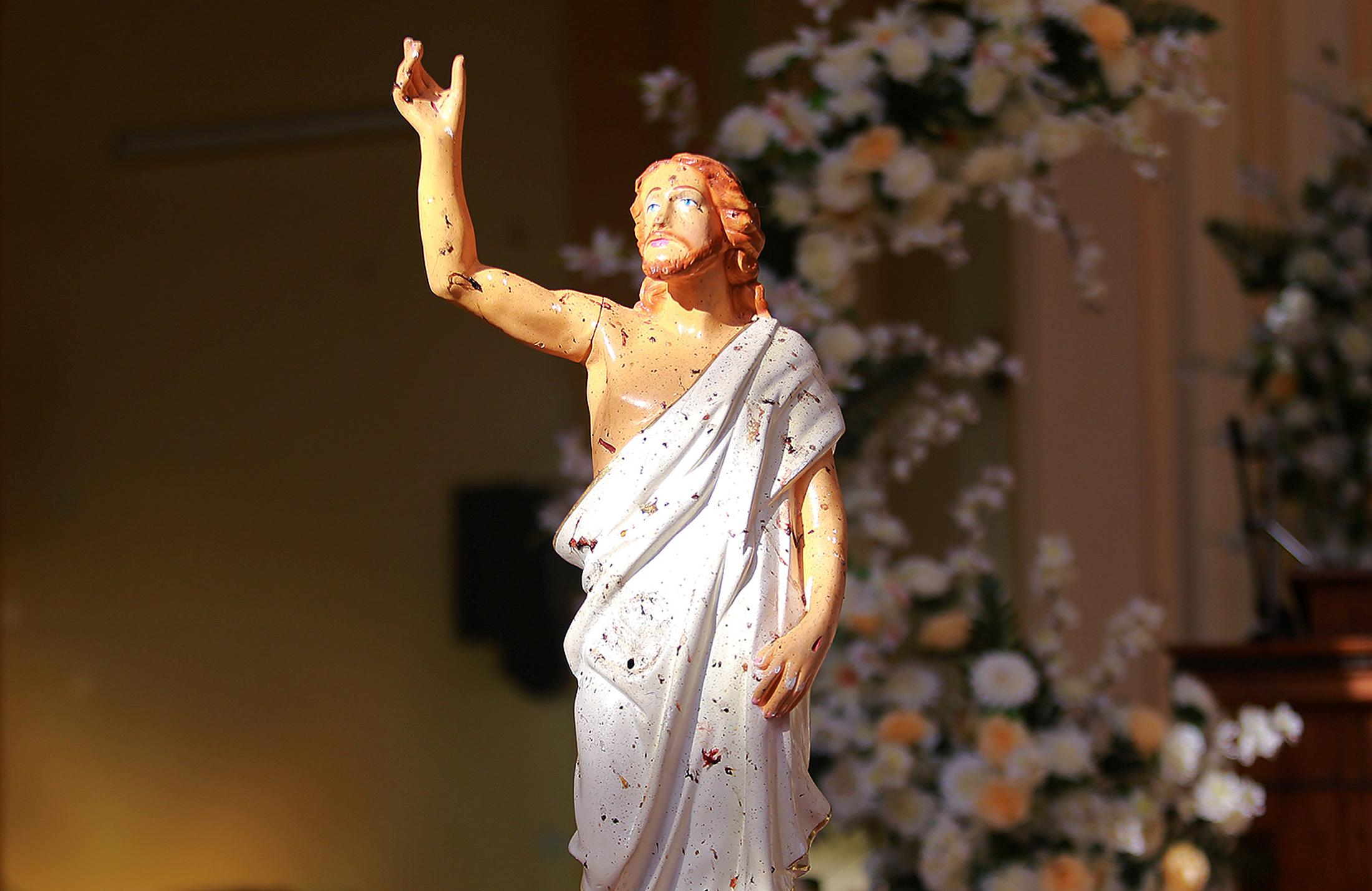 تمثال السيد المسيح ملطخ بالدماء