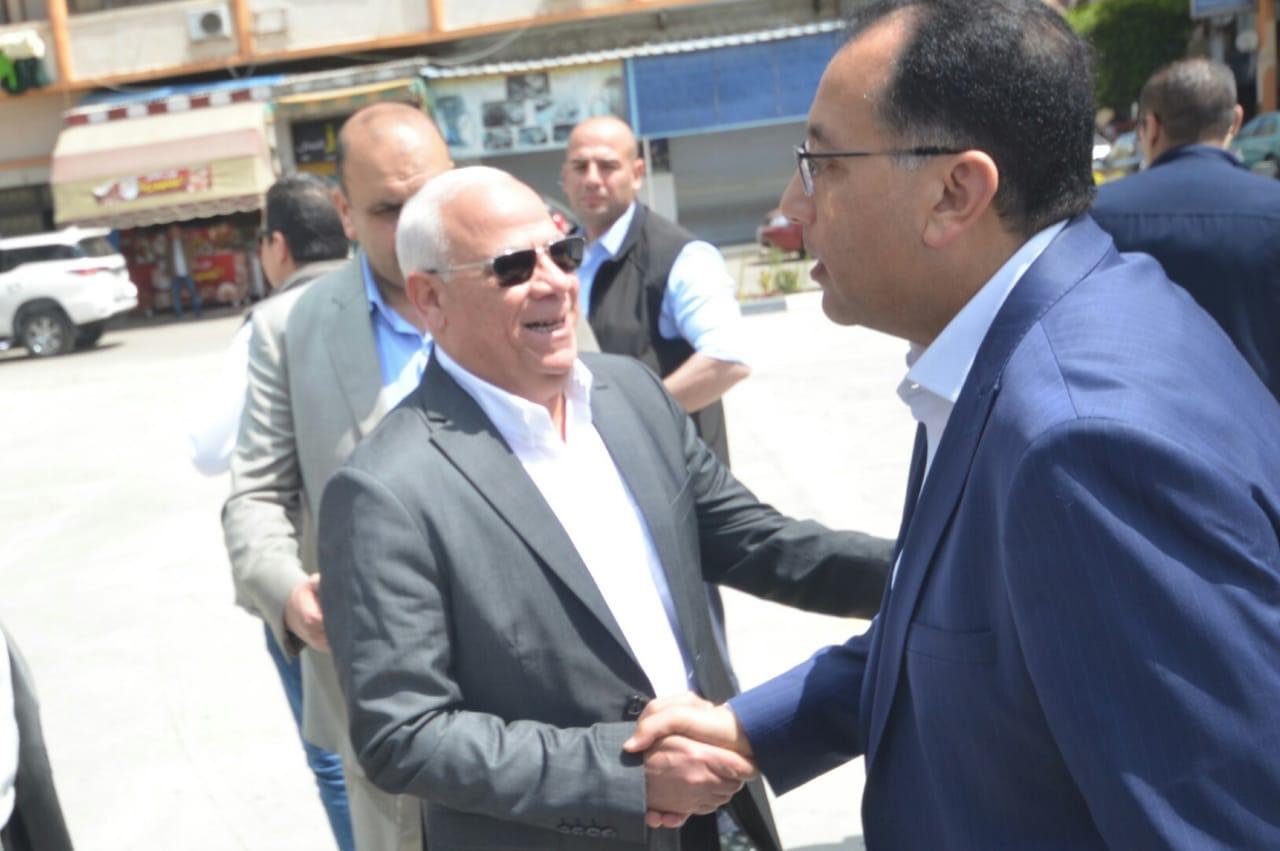 محافظ بورسعيد يستقبل رئيس الوزراء و وزير الصحه (1)