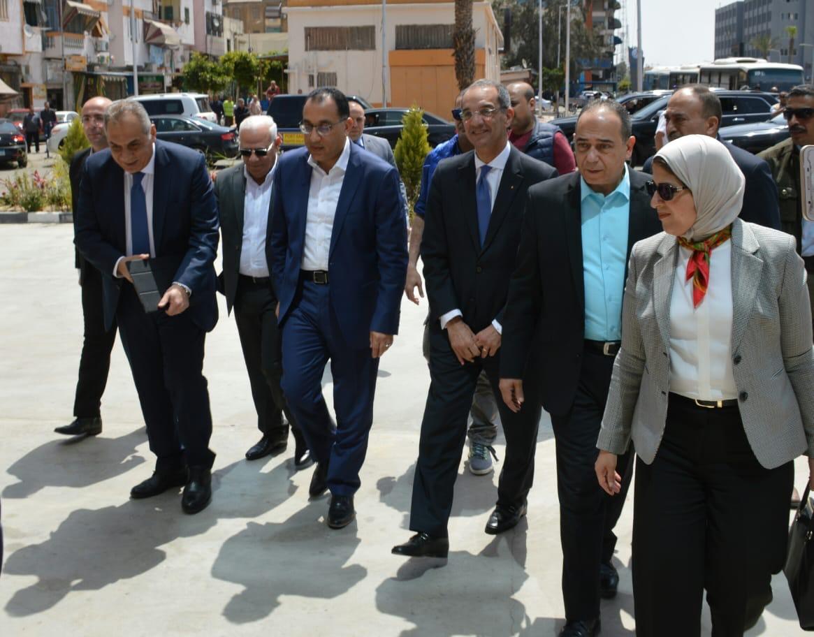 محافظ بورسعيد يستقبل رئيس الوزراء و وزير الصحه (2)