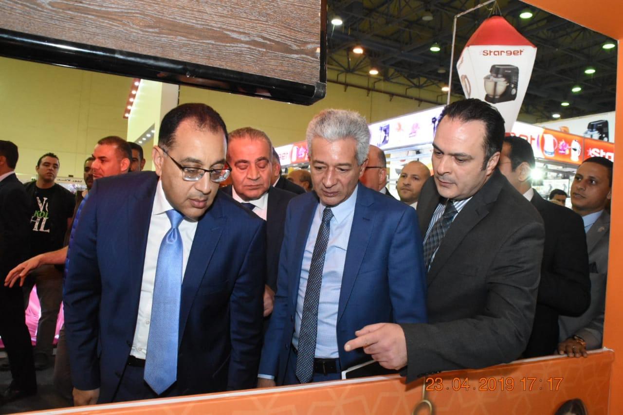 الدكتور مصطفى مدبولى رئيس مجلس الوزراء يتفقد معرض سوبر ماركت اهلا رمضان