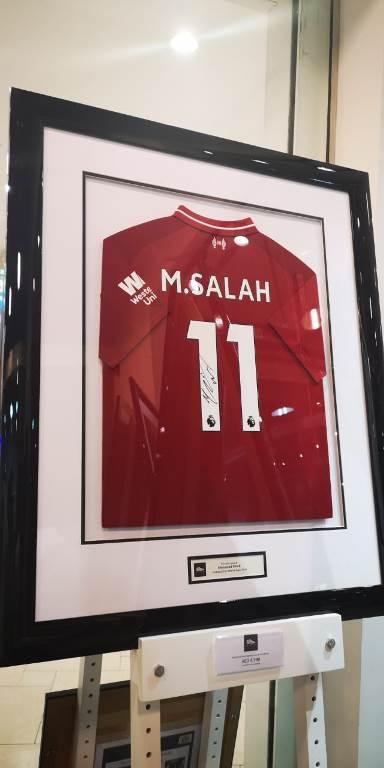 قميص بتوقيع محمد صلاح